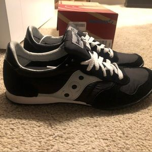 Like new saucony sneakers size 10